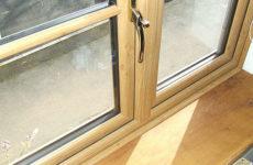 Как выбрать деревянные окна со стеклопакетами для квартиры