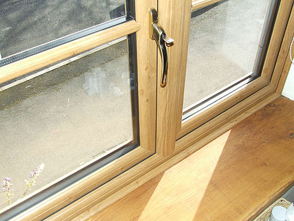 Деревянные окна со стеклопакетами для квартиры