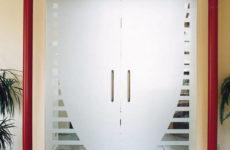 Современные двери из стекла: разновидности, качество, отличия